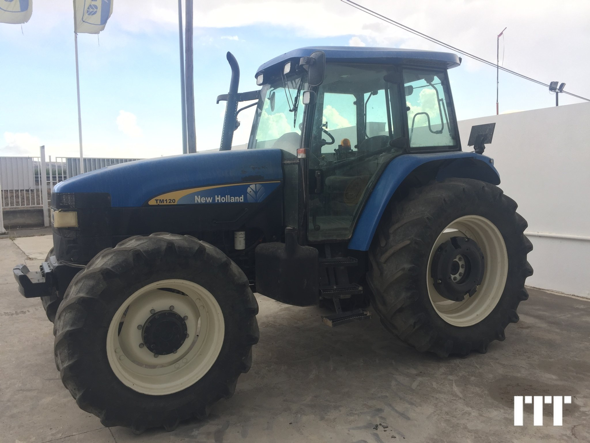 Tractor agricola New Holland TM 120 - 1
